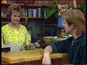 Daphne Clarke, Clive Gibbons in Neighbours Episode 0352