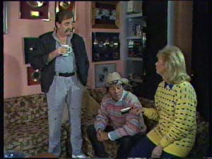 Brian Hanson, Molly Meldrum in Neighbours Episode 0352