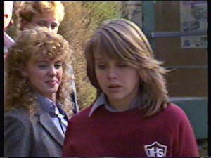 Charlene Mitchell, Sue Parker in Neighbours Episode 0352