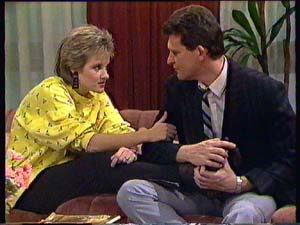 Daphne Clarke, Des Clarke in Neighbours Episode 0352