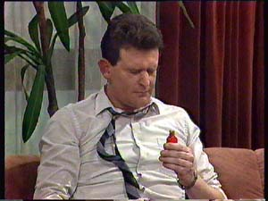 Des Clarke in Neighbours Episode 0352