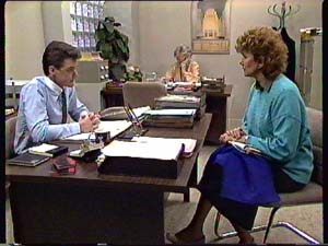 Paul Robinson, Helen Daniels, Madge Mitchell in Neighbours Episode 0353