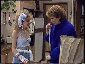 Madge Mitchell, Charlene Mitchell in Neighbours Episode 0353
