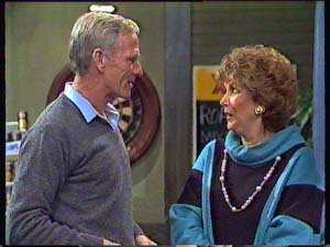 Ray Murphy, Madge Mitchell in Neighbours Episode 0356