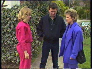 Des Clarke, Jane Harris, Daphne Clarke in Neighbours Episode 0356