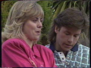 Jane Harris, Mike Young in Neighbours Episode 0357