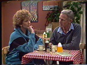 Madge Bishop, Ray Murphy in Neighbours Episode 0357