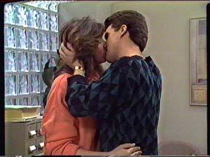 Susan Cole, Paul Robinson in Neighbours Episode 0357