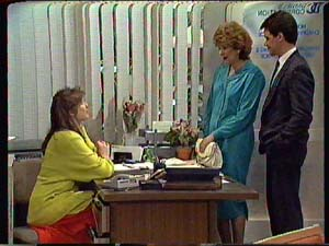 Susan Cole, Madge Mitchell, Paul Robinson in Neighbours Episode 0357