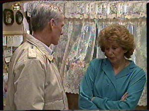 Ray Murphy, Madge Mitchell in Neighbours Episode 0357