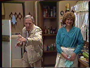Ray Murphy, Madge Bishop in Neighbours Episode 0358