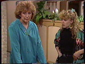 Madge Mitchell, Charlene Mitchell in Neighbours Episode 0358