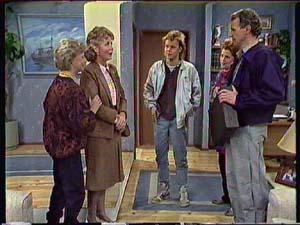 Helen Daniels, Grace Barnet, Scott Robinson, Laura Dennison, Jim Robinson in Neighbours Episode 0358