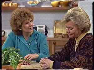 Madge Mitchell, Helen Daniels in Neighbours Episode 0358