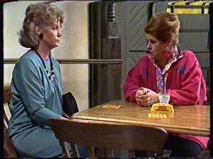 Grace Barnet, Laura Dennison in Neighbours Episode 0359