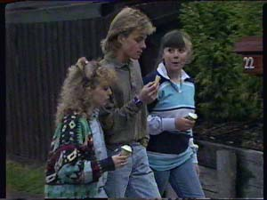 Charlene Mitchell, Nikki Dennison, Scott Robinson in Neighbours Episode 0360