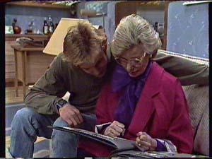 Scott Robinson, Helen Daniels in Neighbours Episode 0360