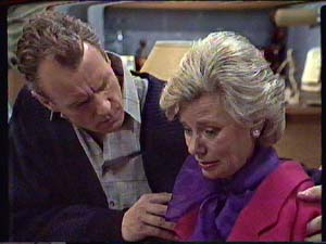 Jim Robinson, Helen Daniels in Neighbours Episode 0360
