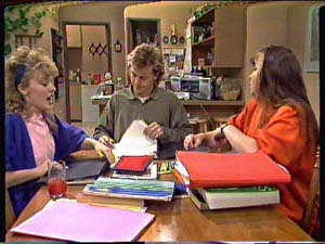Charlene Mitchell, Scott Robinson, Nikki Dennison in Neighbours Episode 0362