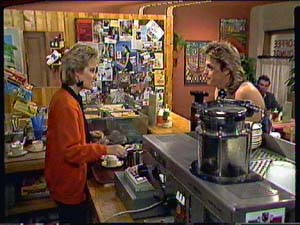 Daphne Clarke, Shane Ramsay in Neighbours Episode 0362