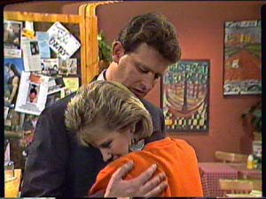 Daphne Clarke, Des Clarke in Neighbours Episode 0362