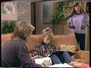 Scott Robinson, Charlene Mitchell, Nikki Dennison in Neighbours Episode 0364