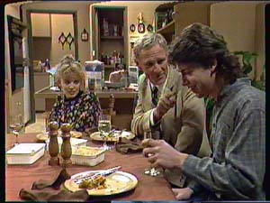Charlene Mitchell, Ray Murphy, Warren Murphy in Neighbours Episode 0365