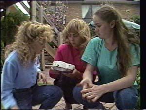Charlene Mitchell, Jane Harris, Kelly Morgan in Neighbours Episode 0398