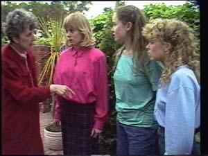 Kelly Morgan, Charlene Mitchell, Nell Mangel, Jane Harris in Neighbours Episode 0398
