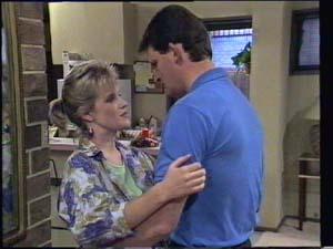 Daphne Clarke, Des Clarke in Neighbours Episode 0398