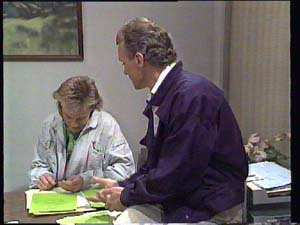Scott Robinson, Jim Robinson in Neighbours Episode 0401
