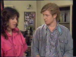 Susan Cole, Clive Gibbons in Neighbours Episode 0403