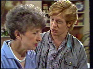 Nell Mangel, Clive Gibbons in Neighbours Episode 0403