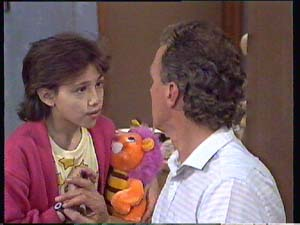 Lucy Robinson, Jim Robinson in Neighbours Episode 0404