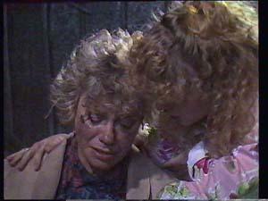 Helen Daniels, Charlene Mitchell in Neighbours Episode 0404