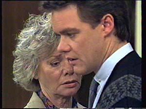 Helen Daniels, Paul Robinson in Neighbours Episode 0404