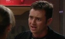 Steph Scully, Larry Woodhouse (Woody) in Neighbours Episode 3921