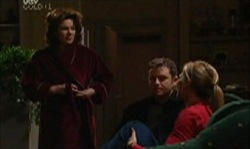 Joe Scully, Lyn Scully, Steph Scully in Neighbours Episode 3921