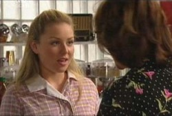 Michelle Scully, Lyn Scully in Neighbours Episode 3929