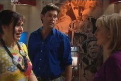 Genevieve Murdoch, Evan Hancock, Maggie Hancock in Neighbours Episode 3935