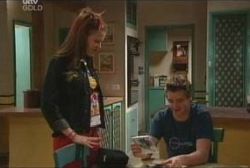 Elly Conway, Tad Reeves in Neighbours Episode 3936