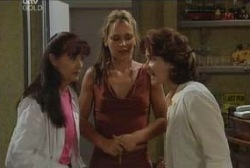 Susan Kennedy, Steph Scully, Lyn Scully in Neighbours Episode 3947
