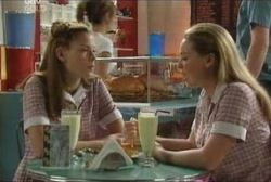 Elly Conway, Michelle Scully in Neighbours Episode 3954