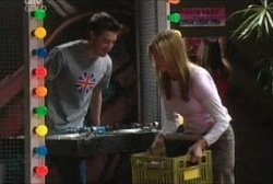 Tad Reeves, Felicity Scully in Neighbours Episode 3957