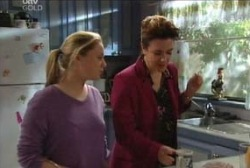 Michelle Scully, Lyn Scully in Neighbours Episode 3958