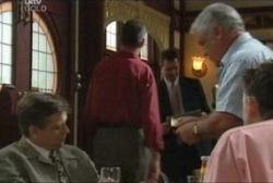 Simon Shulman, Lou Carpenter in Neighbours Episode 3960