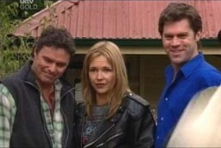 Joe Scully, Steph Scully, Evan Hancock in Neighbours Episode 3960