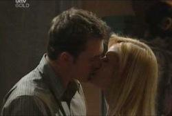 Stuart Parker, Dee Bliss in Neighbours Episode 3960