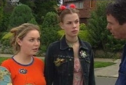 Michelle Scully, Elly Conway, Joe Scully in Neighbours Episode 3963