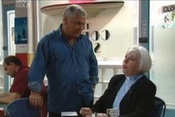Lou Carpenter, Rosie Hoyland in Neighbours Episode 3968
